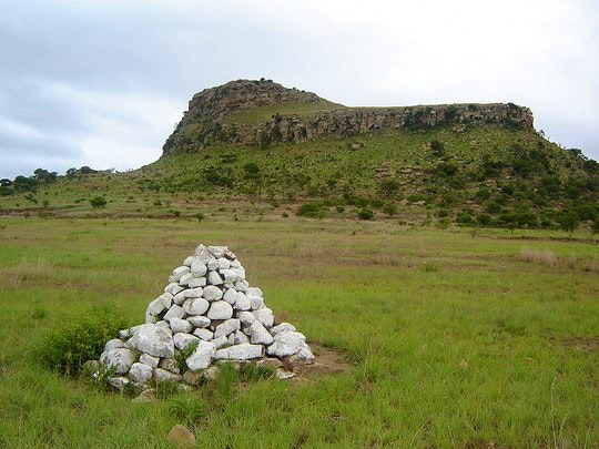 Grave at Isandlwana Battlefield (Wikipedia)