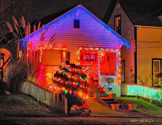 Christmas Lights by Pugetsoundphotowalks (Flickr)
