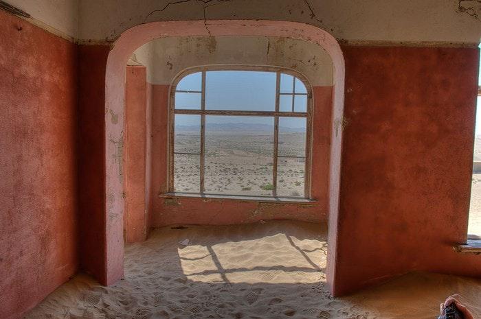 Sand filled homes. By Gaftels (Flickr)