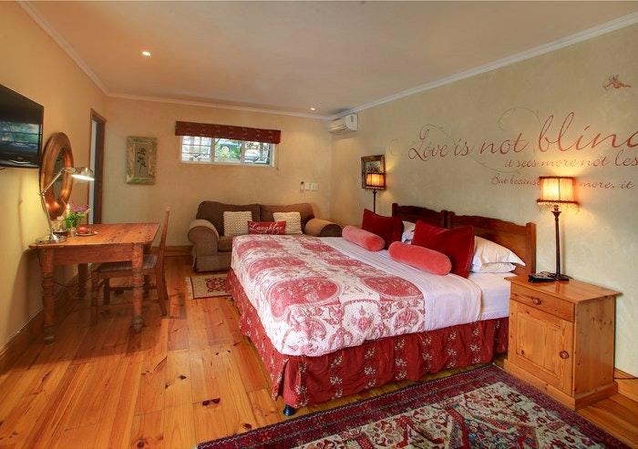 Acorn Guest House Honeymoon room (C) TravelGround