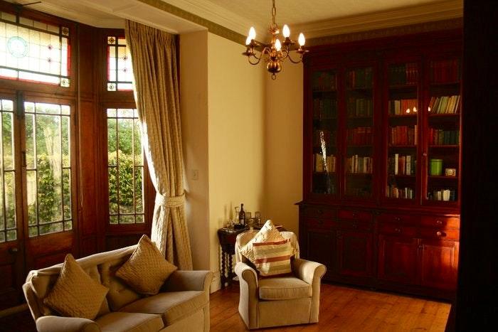 Reading house (C) TravelGround