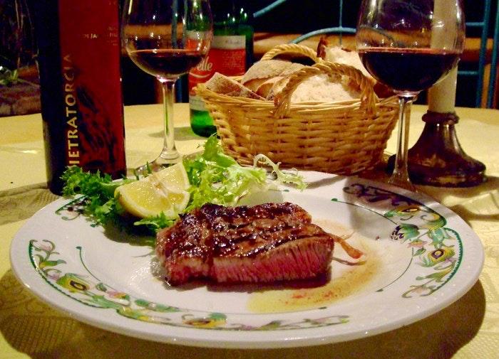 Steak supper. By abnehmen.net (Flickr)