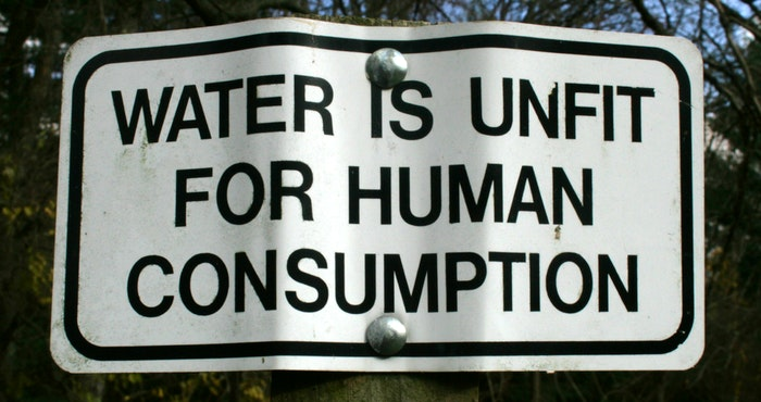Water is unfit for human consumption by Woodleywonderworks (Flickr)